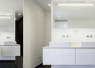 Waschschrank: White Details