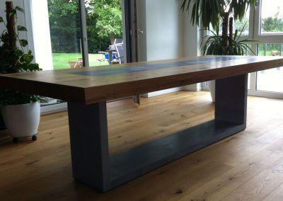 Tisch: Beton