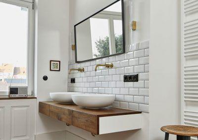 Waschtisch im Bad in Altbauwohnung