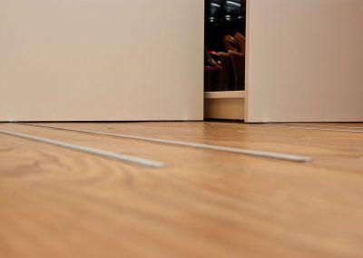 Ausziehbarer Dachschrägen Kleiderschrank Schienen