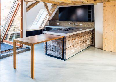 Küche aus Naturmaterial und Modernen Elementen