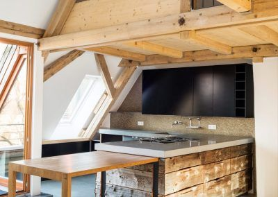 Küche Natur x Black mit einschiebbarem Tisch