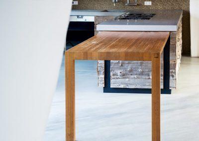 Einschiebbarer Tisch der Küche Natur x Black