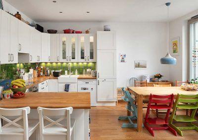 Küchenmöbel im Landhausstil aus Eiche